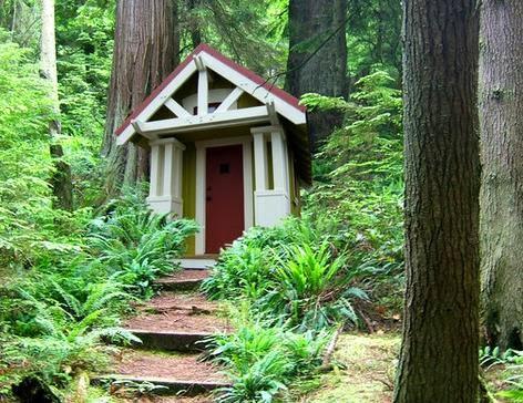 Fachada de casa pequeña para el bosque