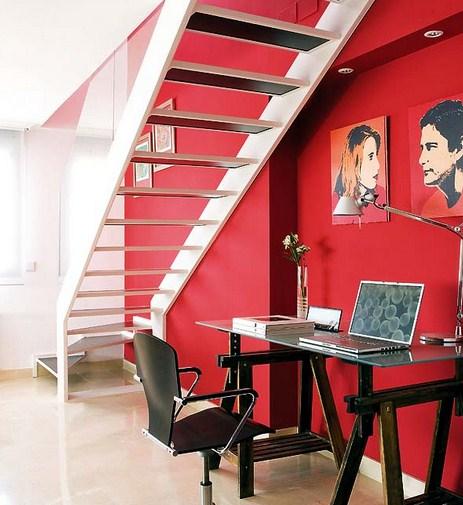 Escritorios bajo escaleras