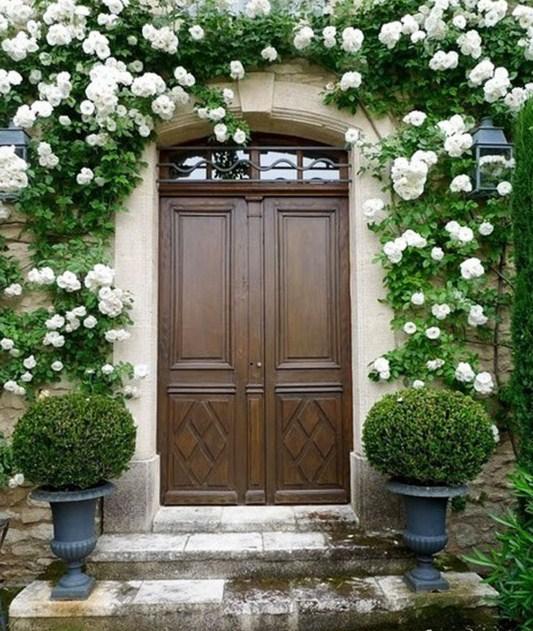 Puertas exteriores con arcos
