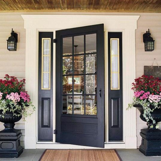 Puertas exteriores con ventanas vijas