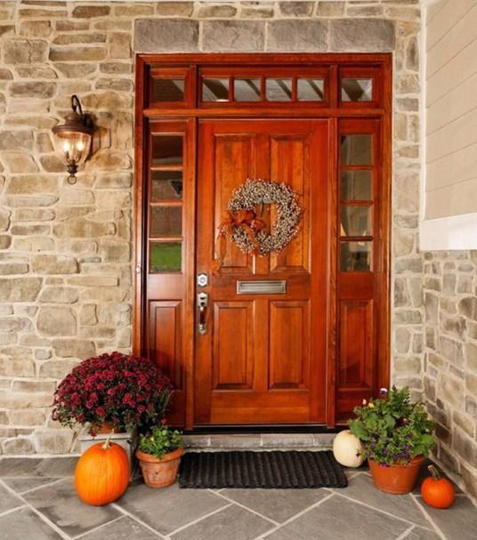 Fachadas con puertas principales bonitas for Puertas principales de madera rusticas