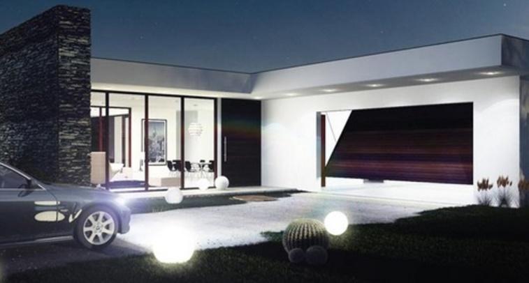 casa moderna con ventanales