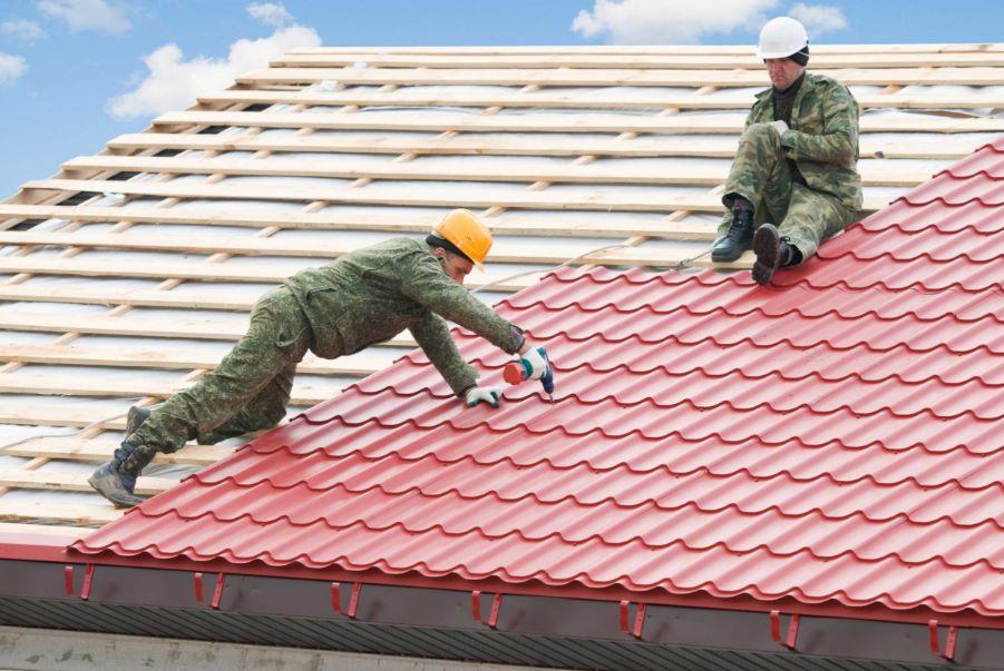 Foto de casa con techo de tejas