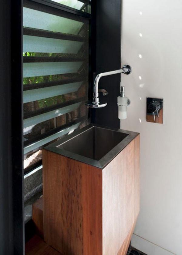 Diseño y distribución de casa larga y angosta moderno 6