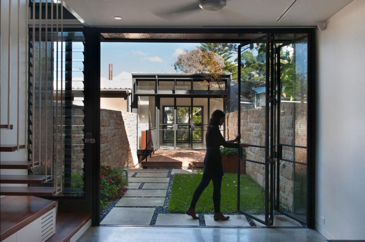 casa larga y angosta moderno