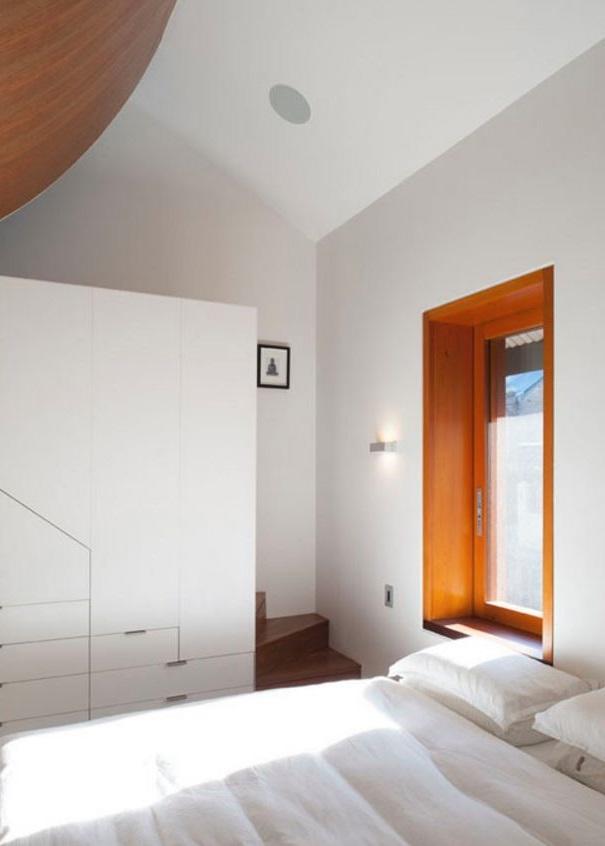 larga y angosta casa moderna