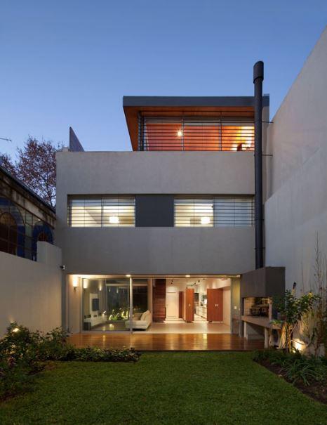casa construida entre medianeras