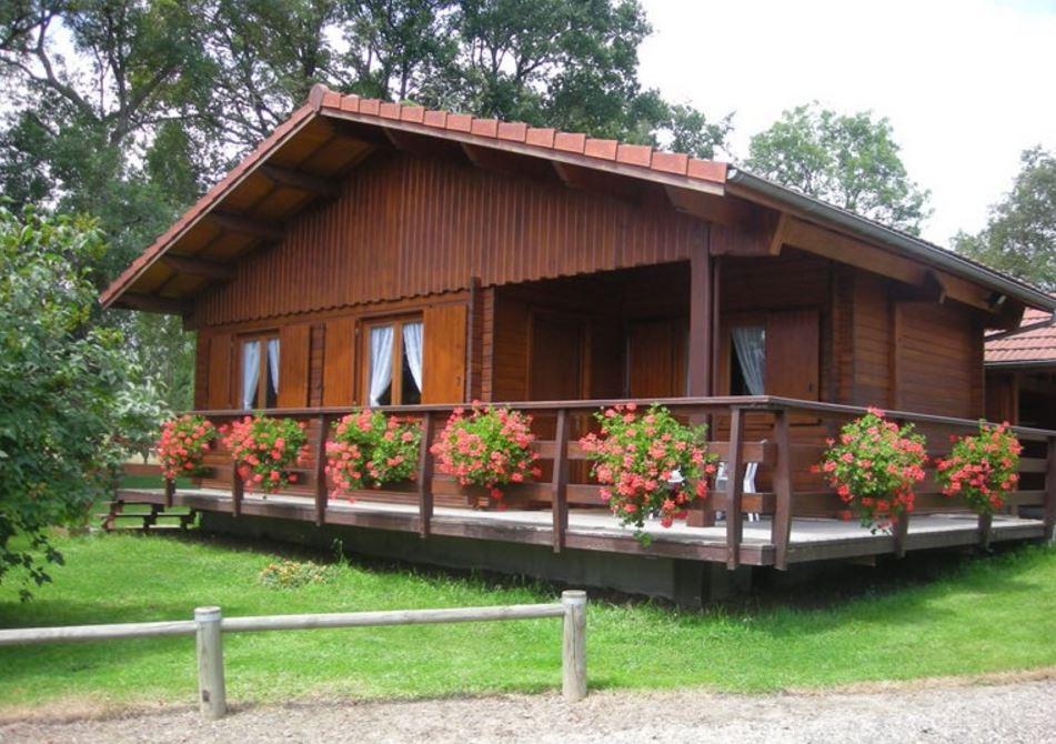 Fachadas de casas con teja y madera