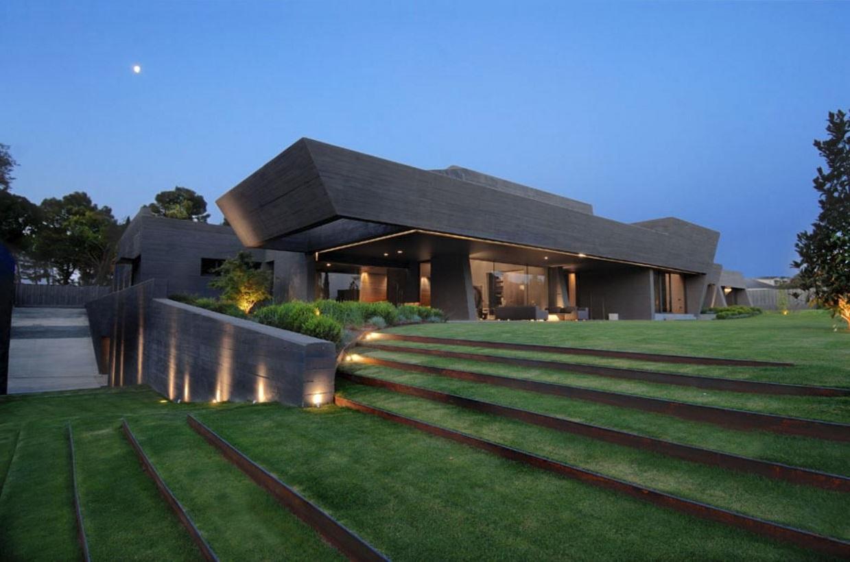 Casa moderna minimalista con dise o de interiores y prado for Casa minimalista 2 plantas