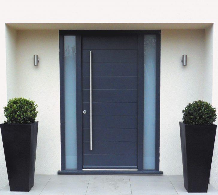 Fachadas de casas con puertas de aluminio - Puertas de entrada principal ...